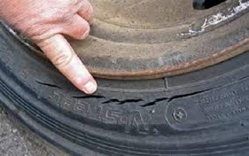 lốp xe bị nứt