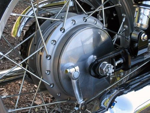 Phanh tang trống xe máy