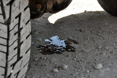 cầu xe 3 bánh cũ bị rỉ dầu